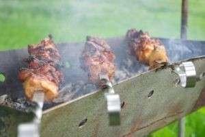 Как замариновать мясо для шашлыка: самые удачные рецепты