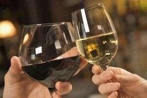 Как выбрать бокалы и шкаф для вина?