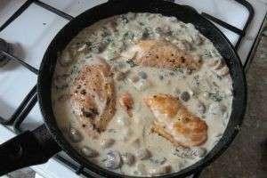 Чудо-блюдо из курицы и грибов в сливках
