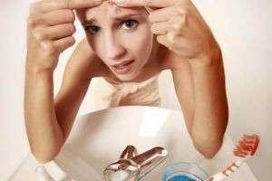 Как избавиться от прыщей на лбу быстро и эффективно — советы косметологов