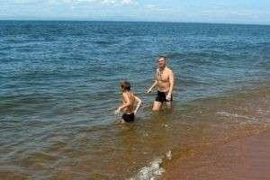 Почему надо научить ребенка плавать?