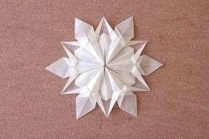 Новогодние снежинки из бумаги: идеальное украшение к Новому году