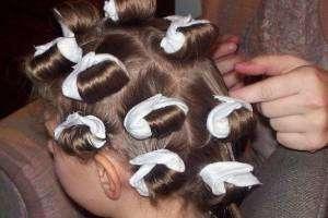 Как накрутить волосы на тряпочки?
