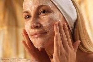 В зимний период кожа лица нуждается в особом уходе.