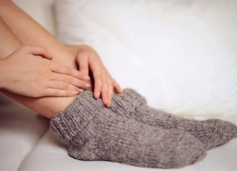 Все время холодные руки и ноги: почему так и что с этим делать?