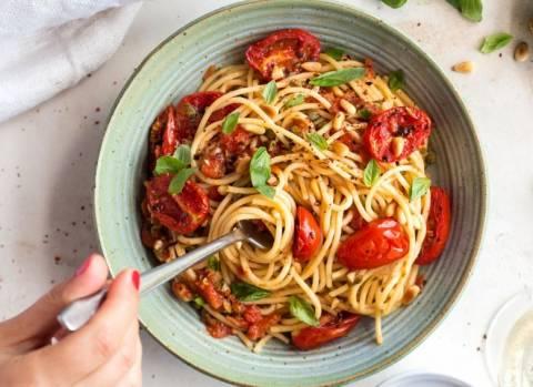 Паста с томатами и базиликом: рецепты на каждый день и не только