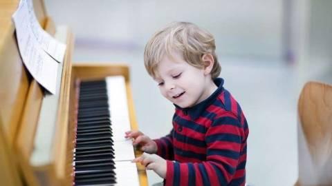 Занятия на фортепиано и как музыка влияет на человека?