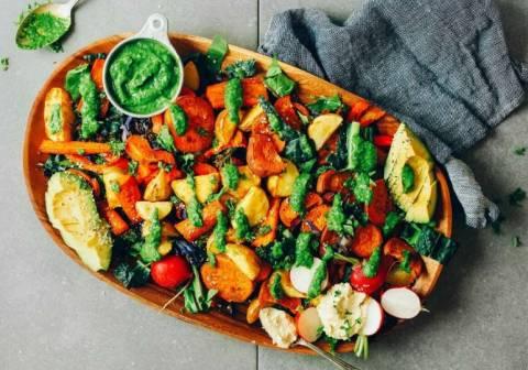 Осенние салаты из овощей: рецепты, которые порадуют не только вегетарианцев, но и мясоедов
