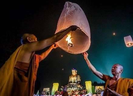 Дончод-Хурал: День рождения, просветления и ухода в Нирвану Будды
