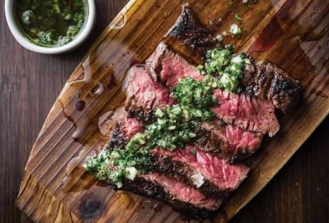 Беспроигрышные кулинарные идеи на 8 марта: 4 рецептов сочного мяса
