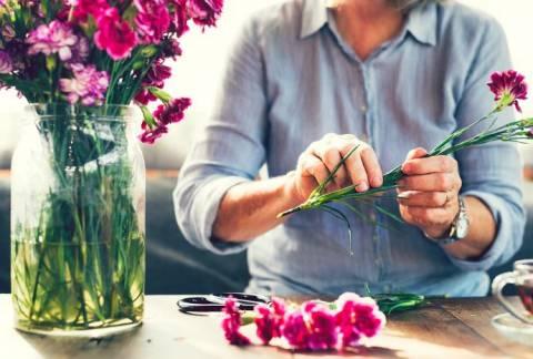 Подарки на 8 марта: что подарить любимой бабушке?