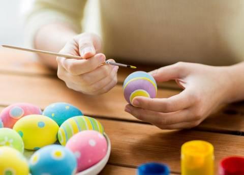 Окрашивание пасхальных яиц:  виды красителей и оформлений