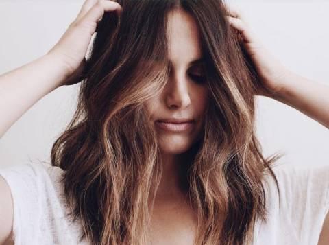 Как сделать объемными тонкие волосы?