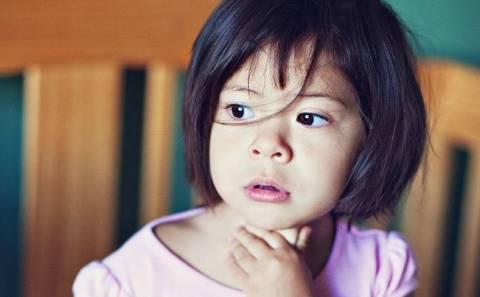 Лечение больного горла у ребенка: о чем должны знать родители?