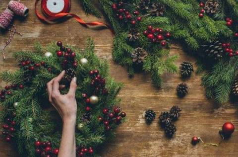 Как украсить дом к празднованию Нового года?