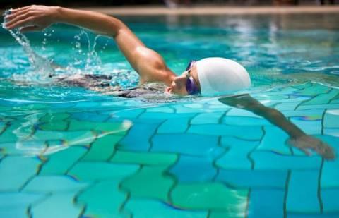 От слов к делу: как научиться плавать кролем?