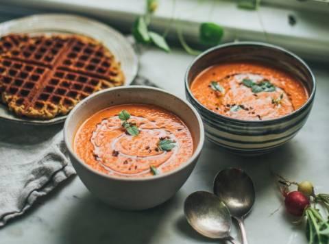 Новое для веганов: лучшие рецепты холодных супов-пюре
