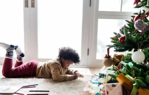 Необычное для детей: как украсить елку самодельными игрушками?