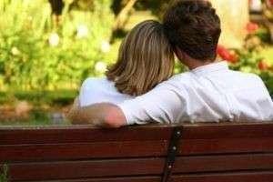 Как узнать любит ли тебя девушка? Подсказки от психолога