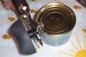 Как открыть консервную банку открывалкой, ножом и просто руками