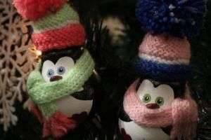 Готовимся к празднику: новогодние игрушки своими руками из лампочек