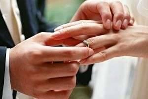 Чем отличается обручальное кольцо от обычного  как правильно выбрать  украшение 90b12b56429af
