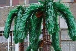 Как сделать пальму из пластиковых бутылок: превращаем мусор в украшение