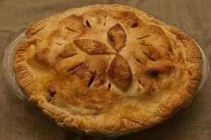 Секреты вкусной выпечки для всей семьи: пирог из слоеного теста с фаршем