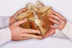 Что подарить парню на Рождество парню: удивите любимых