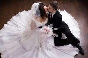 Почему на свадьбе кричат «Горько»? Откуда взялся этот обычай?