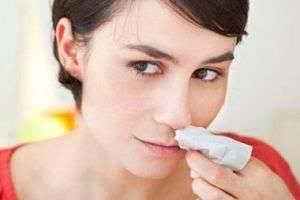 Почему из носа идет кровь и какой должна быть первая помощь