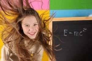 Какую прическу можно сделать в школу: варианты для маленьких принцесс и стильных молодых барышень