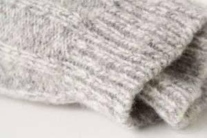 Какими подручными средствами можно убрать катышки с одежды?