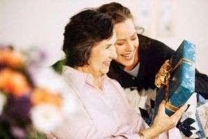 Что подарить маме на Рождество: искренний сюрприз для самого родного человека
