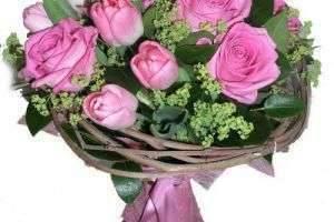 Преподнести цветы со вкусом — как красиво упаковать букет