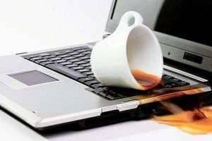 Что делать, если разлил чай на ноутбук: экстренные меры