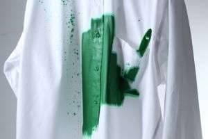 Несколько полезных и действенных советов, как оттереть краску с одежды