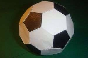 Мяч из бумаги, сделанный собственноручно