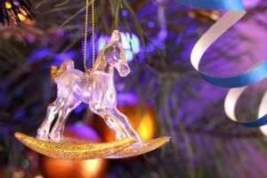 Как украсить елку в 2014 году: самый стильный образ