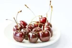 Вишня: польза и вред, калорийность, свойства