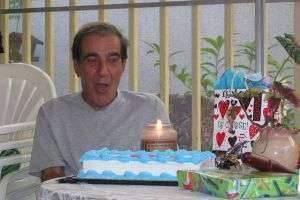 Придумываем, что подарить дедушке на день рождения - интересные идеи для каждого члена семьи