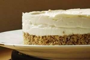 Крем для бисквитного торта: 3 самых вкусных и несложных традиционных рецепта