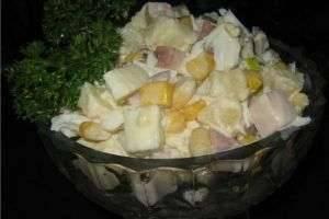 Восхитительный салат с копченой курицей и ананасами — украшение праздничного стола