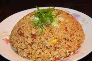 Блюда из вареного риса – интересные варианты привычных рецептов