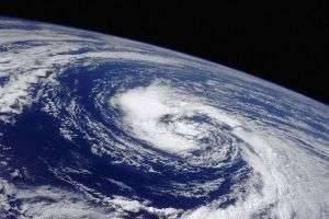 Роль атмосферы в жизни Земли, её строение и история формирования
