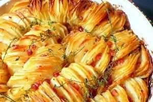 Как запечь картошку целиком, в фольге, пакете, горшочке, микроволновке?