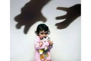 Как защитить ребёнка от растлителя?