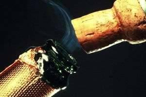 Какой скорости достигает пробка шампанского: ответы экспертов