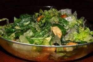 Рецепты соуса для салата «Цезарь» с курицей: от классического до диетического