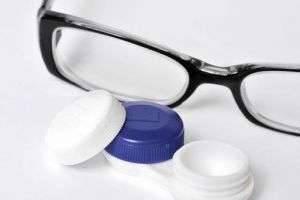 Что лучше: очки или контактные линзы?